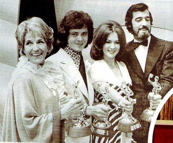 Yvan Ducharme élu gagant du prix monsieur télévision en 1972 pour son rôle de Guy Berger dans le téléroman les berger à télémétropole avec Claudine chatel et Jacques Salavil et Jeannine Suto